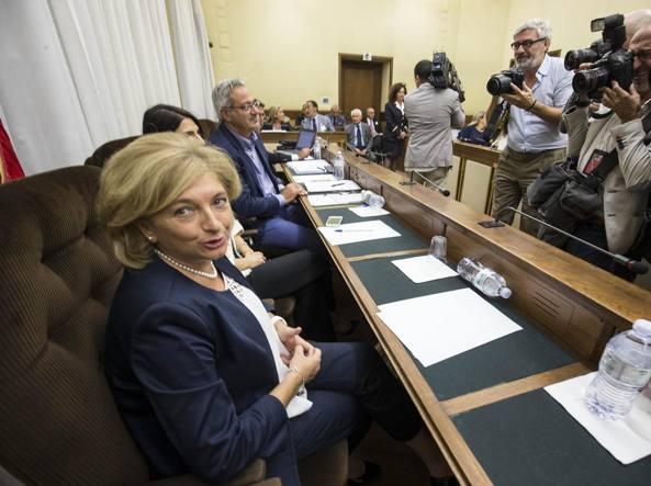 Ultimatum a Raggi, Grillo stasera a Nettuno con direttorio M5s
