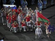 Paralimpiadi di Rio 2016, Bielorussia sfila con bandiera russa: è polemica