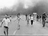 Norvegia: Facebook censura foto della ragazzina bruciata dal napalm