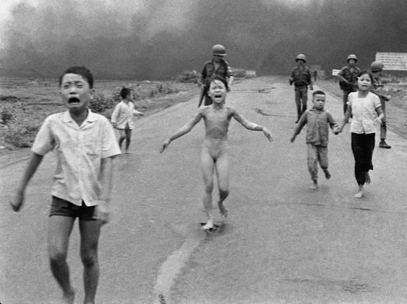 Fb censura foto bimba del napalm. Il social sotto accusa