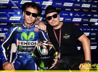 MotoGp, Valentino Rossi a Misano con il casco in stile Blues Brothers