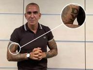 Di Canio in studio con il tatuaggio: «Dux» sui bicipiti, insulti sul web