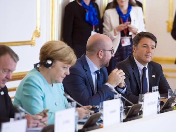 Hollande e Merkel definiscono a Parigi una linea comune per Bratislava
