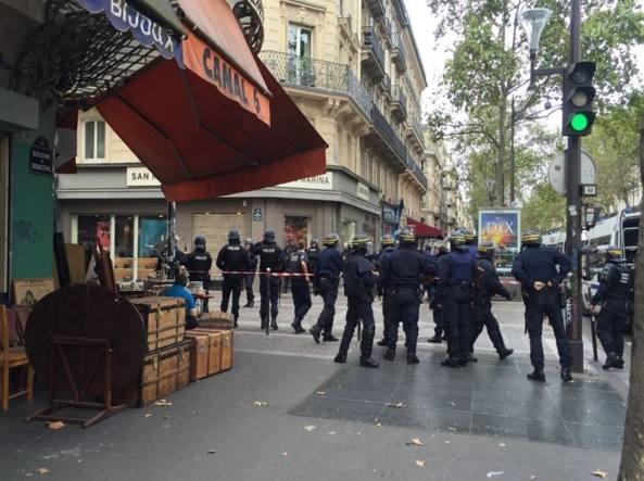 Terrorismo: allarme per ostaggi presi in centro a Parigi