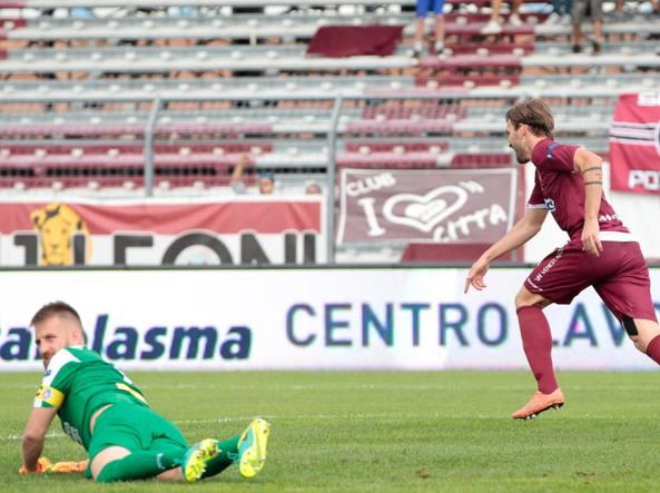 Luca Strizzolo del Cittadella  esulta dopo il primo  gol (LaPresse)