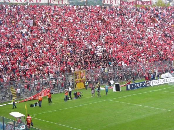 Derby Perugia-Ternana, tifoso muore per un malore sugli spalti del Curi