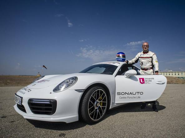 Jean-Claude Planque e la Porsche adattata con cui ha raggiunto i 309 km all'ora  (foto AC/UDL2016)