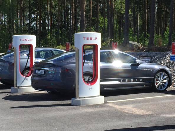 Hackerata Tesla Model S, auto si può controllare