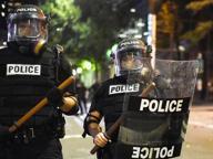 Baltimora: muore 21enne nero Agenti lo avevano bloccato a terra La famiglia: «Usata troppa forza»