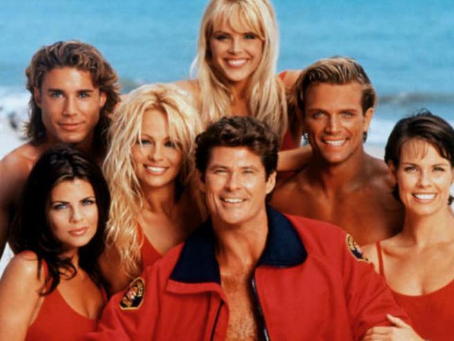 «Baywatch», da David Hasselhoff a Carmen Electra come sono cambiati i protagonisti della serie cult