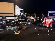 Tir centra auto a casello autostrada Torino-Milano: due morti e tre feriti