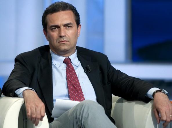 L'attuale sindaco di Napoli, Luigi de Magistris, prima di scendere in politica � stato pubblico ministero alla procura di  Catanzaro
