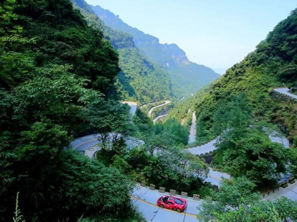 Barone stabilisce record del mondo in Cina con la Ferrari 458