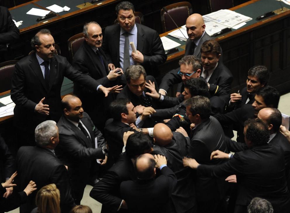 Quando in aula il parlamentare dorme gioca vota per il for Foto parlamentari italiani