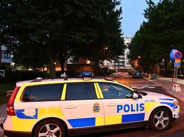 Attacco in Svezia: colpi partiti da auto in corsa, diversi feriti