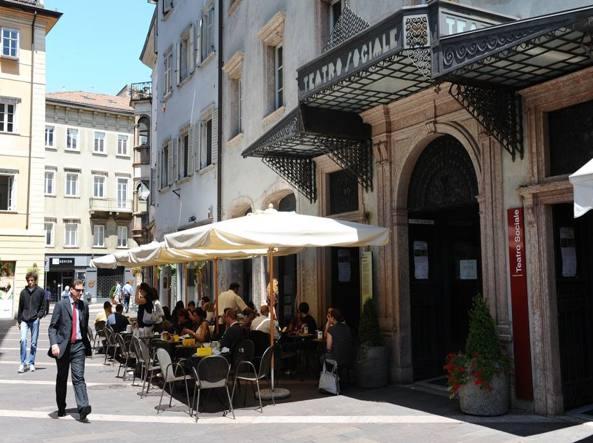Uno degli esercizi commerciali del centro di Trento