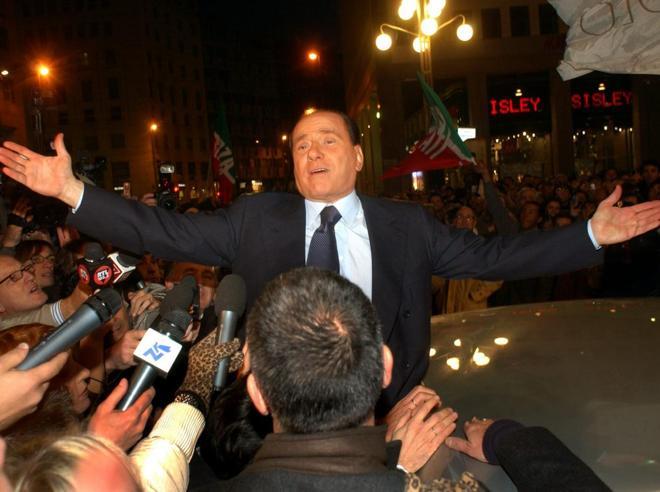 Berlusconi guarda al futuro «Farò il terzo predellino» Foto: con i nipoti |La festa
