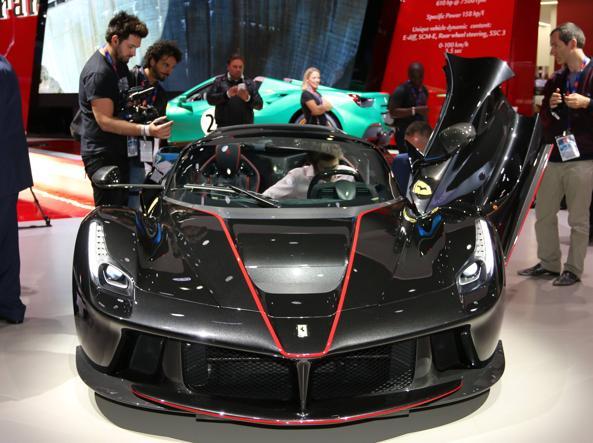 La Ferrari LaFerrari Aperta al Salone di Parigi