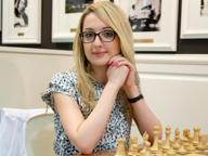 La campionessa di scacchi Usa che rifiuta di mettere il velo in Iran