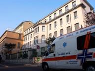 Mamma muore nella casa popolare Figlia di tre anni la veglia per 24 ore