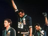 Dieci anni fa moriva Peter Norman, il velocista bianco che pagò a caro prezzo la solidarietà con i neri