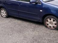 Lite per i parcheggi: gomme tagliate alle auto dei ricercatori dell'Iit