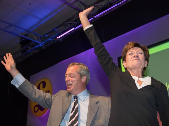 Strasburgo choc, eurodeputato Woolfe grave per rissa in Ukip- VIDEO ultima intervista