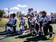 Kaepernick fa scuola: anche i ragazzini della High School in ginocchio