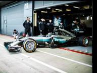 MotoGp, Lorenzo guida la Mercedes da F1 di Hamilton