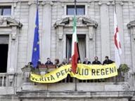 Regeni, Trieste toglie lo striscioneÉ bufera politica: «Aberrante»