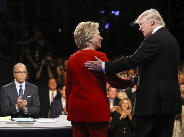 Trump è inchiodato Clinton a vele spiegate