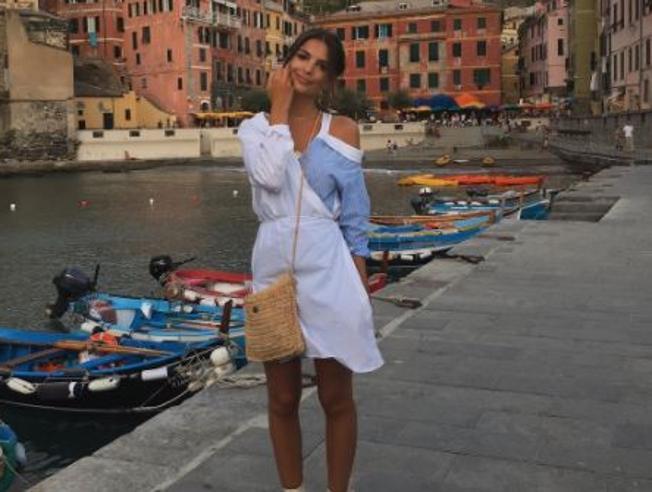 L'estate italiana di Emily Ratajkowski: dalle Cinque Terre a Positano