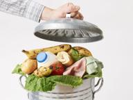 Cibo, ne sprechiamo ancora troppo (ma mangiamo prodotti scaduti)