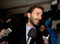 Il gelo di Casaleggio con gli ortodossiE Grillo invia sms: votate lo statuto