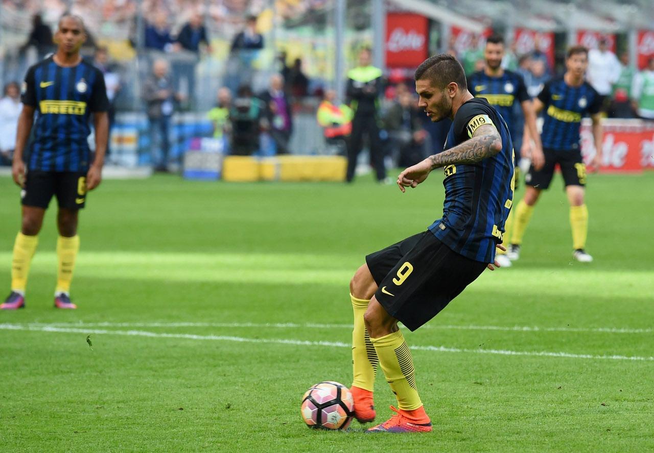 Inter icardi contestato sbaglia un rigore contro il - Arma letale scena bagno ...