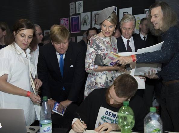 Re Willem-Alexander d'Olanda (1967) e la regina Máxima (1971) in visita il 19 ottobre alla Buchmesse (foto Lapresse)