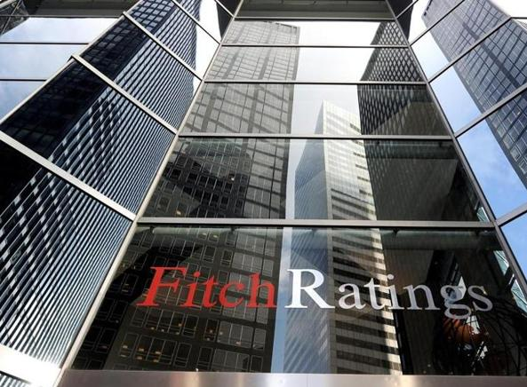 Fitch taglia outlook Italia a negativo, aumentati rischi
