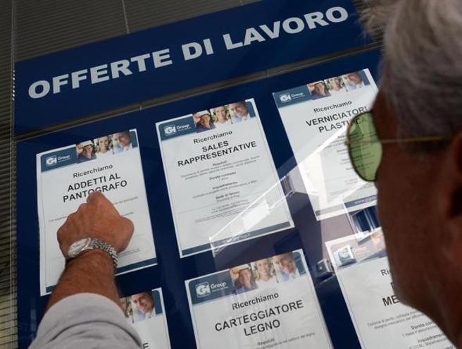 Premio a chi trova lavoro ai disoccupati:   incentivi fino a 5 mila euro   Gli esempiManovra,  le novità. Oggi la lettera Ue
