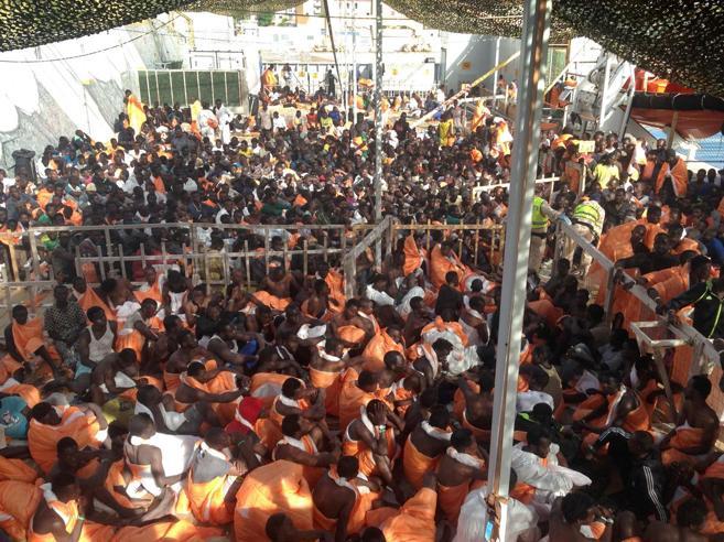 Cinquecento euro  ai Comuni per rifugiato: Milano è in  testa Calais,   i migranti sgomberati