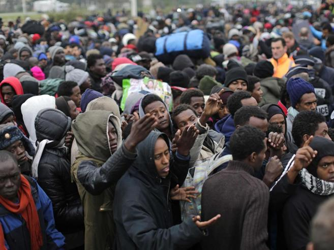 Migranti, Francia iniziato lo sgombero della Giungla di Calais
