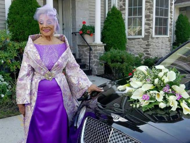 Usa, Millie Taylor, nonna (ex modella) di 86 anni si sposa in viola