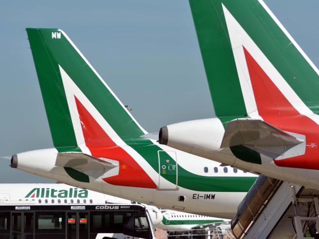 Alitalia, «il sito web funziona male» Problemi con prenotazioni e check-in