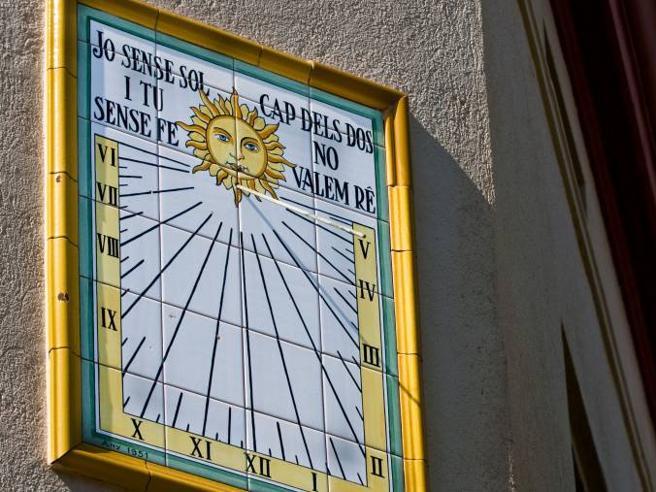 Spagna, le Baleari: «Da noi il sole tramonta prima, non vogliamo  l'ora solare»