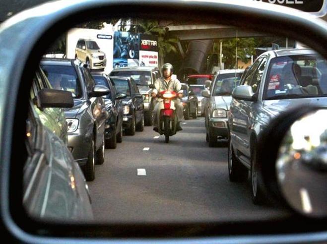 Code, il  segreto (razionale) per evitarle: un solo guidatore può sbloccare la fila Guarda
