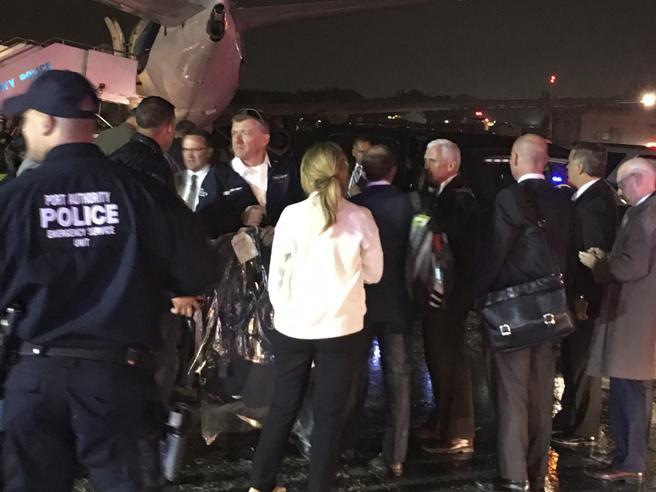 L'aereo di Mike Pence va fuori pista a New York: nessun ferito