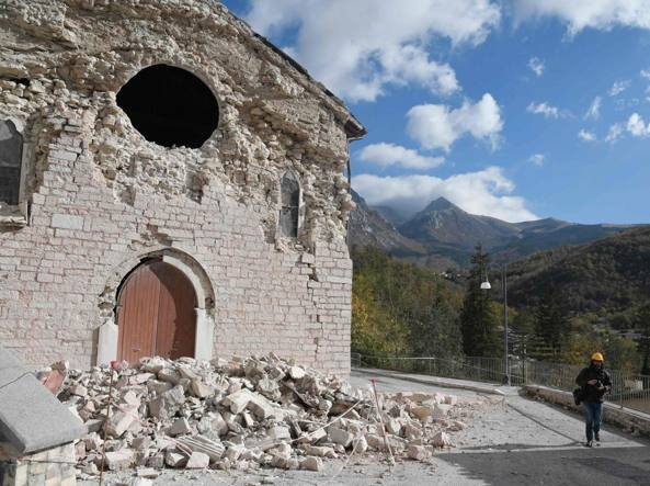 Terremoto, migliaia gli sfollati: in mattinata nuova forte scossa