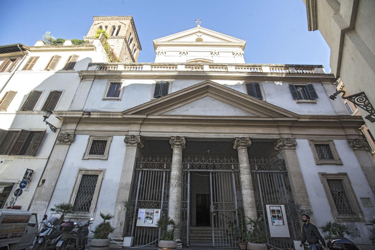 Roma crepe e calcinacci nei luoghi sacri for Arredi sacri roma