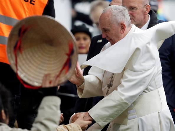 Migranti, il Papa: peggior consigliere è la paura, meglio la prudenza