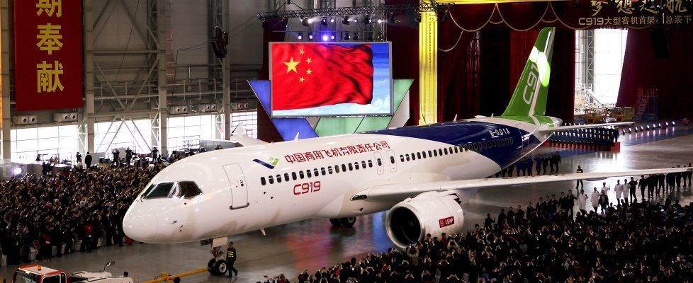 Aereo Da Caccia Cinese : Il caccia stealth e jet passeggeri la cina esibisce i