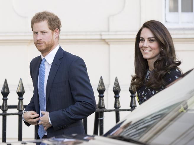 Kate Middleton in blu alla prima uscita ufficiale del 2017